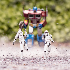 Run Away (Jezbags) Tags: stormtroopers run away optimus prime trooper troopers stormtrooper starwars optimusprime dust smoke rocks transformer transformers bandai hottoys shfiguarts toy toys