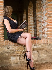 reader (normamisslegs) Tags: misslegs nylon stockings nylonstockings basnylon legs lire read book lectrice reader french woman heels shoes addict talons garters rhts
