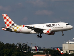 Volotea Airlines | Airbus A319-111 | EC-MUT (Bradley's Aviation Photography) Tags: toulouse toulouseairport toulouseblagnacairport tls lfbo aircraft air aviation airplane airport aeroplane airlines aerospace airliner airbus plane planespotting avgeek canon70d a319 voloteaairlines airbusa319111 ecmut