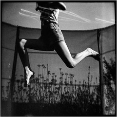 summer-jump II (Ulla M.) Tags: dianaf rodinal bw bnw sw selfdeveloped selbstentwickelt canoscan8800f toycamera toycam summer garden lomo lomography mediumformat mittelformat umphotoart film filmphotography analogphotography filmshooter analog analogue filmisnotdead