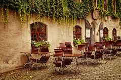 Pfistermühle - The Baker's Mill (JossieK) Tags: old tables chairs cobblestones munich bavaria altstadt building restaurant plants climber münchen