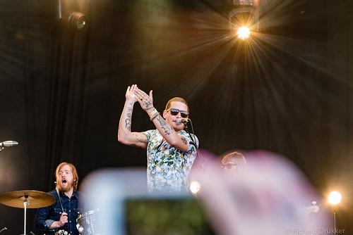 "Douwe Bob en band tijdens Bevrijdingsfestival 2018 Zoetermeer • <a style=""font-size:0.8em;"" href=""http://www.flickr.com/photos/50253513@N02/42164665044/"" target=""_blank"">View on Flickr</a>"