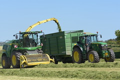 John Deere 8600i SPFH filling a Smyth Trailers FieldMaster Trailer drawn by a John Deere 6170M Tractor (Shane Casey CK25) Tags: john deere 8600i spfh filling smyth trailers fieldmaster trailer drawn 6170m tractor jd 6170 m silage clamp pit traktor traktori tracteur trekker trator ciągnik silage18 silage2018 grass grass18 grass2018 winter feed fodder county cork ireland irish farm farmer farming agri agriculture contractor field ground soil earth cows cattle work working horse power horsepower hp pull pulling cut cutting crop lifting machine machinery nikon d7200