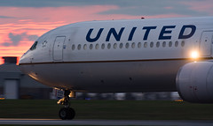 United Sunset Roll (Ben_Senior) Tags: ottawa ontario canada ottawamcdonaldcartierairport ottawainternationalairport ottawaairport yow cyow takeoff taxi taxiing runway roll rolling airliner airline airplane plane aircraft aviation united ual ua boeing 767 764 767400er b767 b764 b767400er cf6 ge generalelectric n76054 longrange longhaul widebody jet turbofan sunset cloud clouds grey pink orange bensenior planespotting nikond7100 nikon d7100