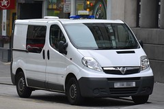 Unmarked Vauxhall Vivaro (S11 AUN) Tags: city london police colp citypolice vauxhall vivaro personnel carrier van irv incidentresponseunit 999 emergency vehicle cell cage station response btp british transport