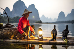 Gas lamp 4 (lc99photography) Tags: gaslamp light cormorantfisherman cormorantfishing cormorant fisherman oldman red landscape water liriver lijiang river karst karstformation mountains nature travel guilin guangxi china