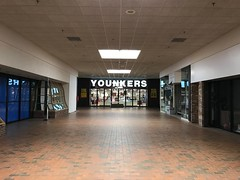 Younkers Going Out Of Business- Manitowoc, WI (MichaelSteeber) Tags: younkers manitowoc going out business