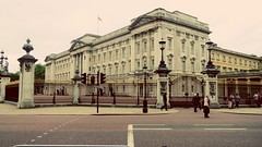 Sunday at Buckingham Palace (sphotography234) Tags: buckingham london england uk united kingdom royalty royal queen building architecture gate gates guard guards traffic light road grand flag palace