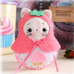 Matryoshka Kitty 🍓😺🍓 (hellofelt) Tags: matryoshkadoll russinadoll bear kitty bunny plushies handmade etsy seller pdf pattern
