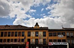 Nubes sobre el Ayuntamiento de Tordesillas (enrique1959 -) Tags: martesdenubes martes nubes nwn tordesillas valladolid castillayleon europa españa
