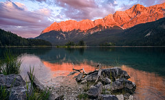 Eibsee sunset. (Matthias Dengler || www.snapshopped.com) Tags: matthias dengler snapshopped eibsee lake bavaria zugspitze alps sun sunset sunrise blood moon 2018 reflection mirror water nature landscape travel earth garmisch partenkirchen stones rocks explore discover create nuremberg photographer germany german mountain mountains