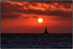 California Sunset. (drpeterrath) Tags: sunset sunrise seascape clouds sun sky sea ocean water goldenhour pacific california losangeles venice coast canon eos5dsr 5dsr color outdoor naturallight nature boat sailboat travel