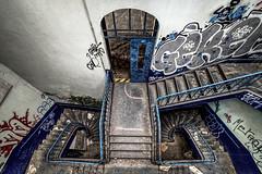 Escalier (oliv86) Tags: abandon lost decay batiment industriel atelier graf grafitti street art urbex a7 longueur verriere france étage vieux ancien barre escalier porte poteau jocker tag squatt fete zone area béton old