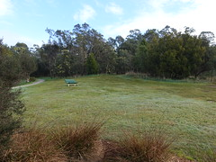 2018-08-17 Machens Reserve 16 - Seat on slope (Cowirrie) Tags: machensreserve park grass seat