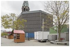 Hardenbergplatz (epha) Tags: berlin bikinihaus charlottenburg citywest egoneiermann kaiserwilhelmgedächtniskirche weihnachten weihnachtsbaum