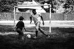 .soccer (bass_nroll) Tags: canon 5d mkii mk2 bw bn black white bianco nero soccer calcio gioco parco playground campetto sfida fun divertimento insieme sport