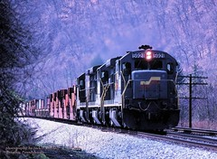 (SEE & HEAR)--SBD 5921, Banning, PA. 4-13-1990 (jackdk) Tags: train railroad railway locomotive ge gelocomotive geu36b u36b u33b seaboard seaboardsystem familylines csx csxt csxpittsburghsub csxkeystonesub q135 q137 trailertrain trailerjet tofc banningpa bo baltimoreandohio seeandhear seehear standardcab