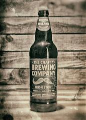 Irish Stout - Old style (Nancy Boy - Photographe amateur) Tags: stout beer bière bouteille bottle bois wood oldstyle yongnuo canoneos80d