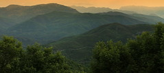 Mountains (ᙢᗩᖇᓰᗩ ☼ Xᕮᘉ〇Ụ) Tags: greece griechenland peloponnes peloponnese mountains echo ελλασ ελλαδα βουνα πρωι στιγμεσ φυση δεντρα πελοποννησοσ moments momente sky morning sunrise sonnenaufgang landscape view gegenlicht backlight echoandnarcissus echoundnarziss ηχώκαινάρκισσοσ wiederhall fog silence