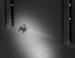 ... lonely waiting ... (heinzkren) Tags: tatemodern museum man mann people candid panasonic lumix indoor schwarzweis blackandwhite bw sw monochrome london street streetphotography industrialhall hall halle architecture architektur gallery modernart gallerie kunst moderne building gebäude bankside powerstation uk