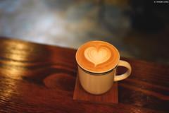 新竹・暗室微光 ∣ In the shadow of gleam café・Hsinchu (Iyhon Chiu) Tags: 新竹 latte latteart 台灣 hsinchu taiwan cafe 咖啡 暗室微光 新竹市 coffee coffeeshop