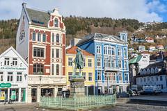 Statue, Bergen, NO (JnHkstr) Tags: 2018 bergenstad noorwegen norway