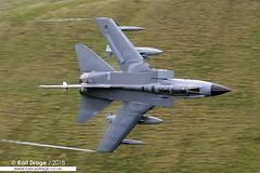 ZA591/058 - Panavia Tornado GR4 - No. 31 Squadron, RAF (KarlADrage) Tags: za591 058 panaviatornado tornadogr4 gr4 31sqn 31squadron goldstars raf royalairforce lfa7 machloop cadwest lowfly lowlevel
