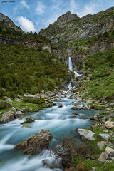 Cascada de Lalarri (2) (sostingut) Tags: d750 nikon tamron primavera deshielo pirineos españa pineta cielo montaña cordillera valle