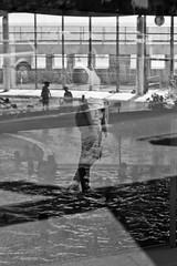 envie de piscine ! (jefdgeo) Tags: piscine reflet chaleur canicule