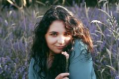 Juliette (Charlotteorlik) Tags: portrait jeune femme fille woman dress robe bruyère champ lavande fleurs fleur flowers flower soleil sun summer été sourire smile regard yeux eyes brown marron
