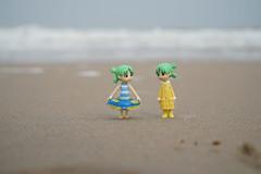 Optimist and pessimist (omgdolls) Tags: yotsuba よつば beach