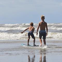 DSC_6993 (marcnico27) Tags: male wet sport jump barefoot barefeet strand beach shore marcnico27 2018 zandvoort noordzee northsea legs outdoor sky