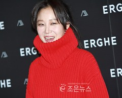 gong-hyo-jin45 (zo1kmeister) Tags: turtleneck sweater chinpusher