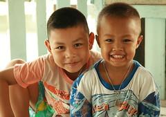 boys (the foreign photographer - ฝรั่งถ่) Tags: two boys khlong thailand thanon portraits bangkok bangkhen canon
