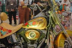 Harley Davidson (Lavratti) Tags: harleydavidsonbike harley davidson motorcycle custom painting gas tank flowers roses engine