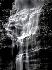 Chute_Vallée du Lauterbrunnen 1 (JMVerco) Tags: chute eau bw