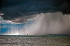 Une petite rincée à l'horizon / A little shower on the horizon (Jeanluc Verville) Tags: ondée shower nuages clouds groupenuagesetciel