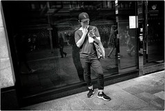 Phone and Cigarette (Steve Lundqvist) Tags: portrait persone ritratto street road crossroad streetphotography strada sidewalk english london londra inghilterra england uk britain british life beauty fashion moda mood location people cover atmosphere lifestyle shooting posh pose posed leica q cellulare cell telephone chat chatting texting maid candid shop smoking client