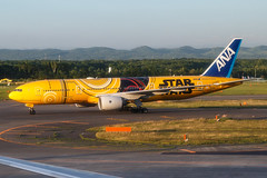 ANA B777-200ER JA743A Star Wars C-3PO 0012 (A.S. Kevin N.V.M.M. Chung) Tags: newchitose cts airport aircraft plane spotting aviation aeroplane airlines c3po starwars speciallivery b777 b777200er