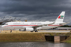 United Arab Emirates Amiri Flight Airbus A320-232(CJ) A6-SHJ 9698 Flickr (Daniel P.346) Tags: kontrast bbj flugzeug royal cj a320 airbus emirates a6shj
