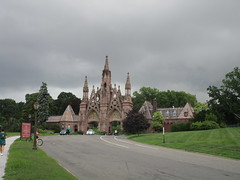 Green-Wood Cemetery Main Front Entrance 7209 (Brechtbug) Tags: greenwood cemetery main front entrance 2018 nyc brooklyn new york city near 25th street r train subway stop 08122018 gates gateway gate used house parrots that escaped from crates docks nearby