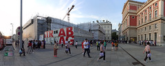 rough panorama of touristic activities in Vienna (王磊爱) Tags: vienna wien musikverein tourists tourism
