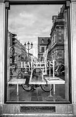 repos (Jack_from_Paris) Tags: r0003208bw ricoh gr 28mm apsc capture nx2 lr monochrom noiretblanc street bw wide angle paris rue repos fermeture bar harpers chaises tables chairs reflet congés annuels ciel lampadaire