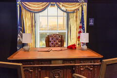 Presidential office at the Tom Clancy's The Division 2 booth (marcoverch) Tags: 2018 cologne deutschland e3 zocken kölnmesse gamescom games germany computerspiele messe fusball cosplay köln gaming furniture möbel room zimmer indoors drinnen table tabelle home zuhause curtain vorhang interiordesign innenarchitektur window fenster chair stuhl house haus seat sitz family familie luxury luxus wood holz rug teppich bedroom schlafzimmer noperson keineperson mirror spiegel lamp lampe inside innerhalb golden hotel port retrato analog fire rural bright sunny fuji presidentialoffice tomclancysthedivision2 booth
