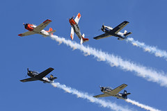 North American, T-6 Texan, Oshkosh 2018 (ColinParker777) Tags: north american a6 t6 texan harvard piston radial classic warbird trainer usn us navy air force airplane aircraft aviation flying flight formation aerobatics smoke contrails trails osh kosh 2018 airventure eaa experimental association usa united states america military canon dslr 100400 mkii mk2 7d 7d2 7dmk2 7dmkii 7dii zoom telephoto l pro