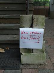 Stein auf Stein (mkorsakov) Tags: münster city innenstadt mauritz steine stones zettel flyer frage question handschrift handwriting wtf