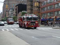201807089 New York City Chelsea FDNY firetruck (taigatrommelchen) Tags: 20180729 usa ny newyork newyorkcity nyc manhattan chelsea icon urban city street fdny firetruck