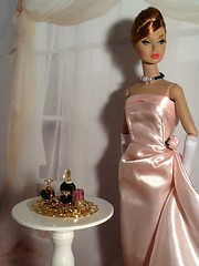 Piper on a Night Out (The Real Blythequake) Tags: 12inchpoppyparker jasonwu integritytoys fashiondolls barbiegown backdropfromfengdanhua1977