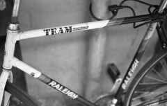 Team Raleigh (Arne Kuilman) Tags: kosmofoto kosmofotomono iso100 contax zeiss 50mm 50mmf17 slr film homedeveloped pyrocathd 11minutes developed developer amsterdam netherlands nederland raleigh racebike bike fiets bicycle frame racefiets