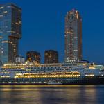 Ms Rotterdam, verlicht in de avond in Rotterdam thumbnail